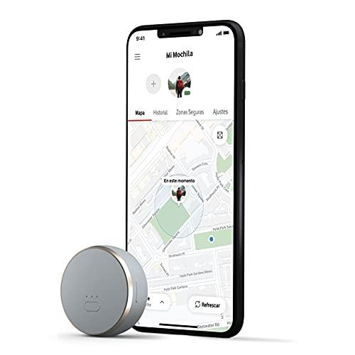 LOCALIZACIÓN GPS DE DIFERENTES OBJETOS: seguimiento en tiempo real a través de la app. Curve usa varias tecnologías para realizar el seguimiento de ubicación de personas, mascotas, vehículos, llaves, mochilas, y un largo etcétera de objetos, diferente de los localizadores que utilizan Bluetooth ALERTAS: Define zonas para personalizar tus alertas, y de esta forma Curve te notificará cuando entre o salga de cada zona definida. Además, recibirás una Alerta Inmediata con su ubicación a la app de Curve instalada en tu smartphone NUEVAS FUNCIONALIDADES PARA TU MASCOTA: Puedes crear el perfil de tu mascota (nombre, raza, tamaño, color y número de chip) y guardar cada ruta con su nombre, el trayecto sobre el mapa e imágenes del paseo. Las rutas son privadas para los usuarios de Curve y podrás compartir la ubicación de tu mascota en todo momento VODAFONE SMART SIM (INCLUIDA): para mantener este dispositivo conectado a tu teléfono desde cualquier parte, incluso en el extranjero en más de 90 países SIEMPRE CONECTADO: con la tarjeta inteligente Vodafone Smart SIM integrada, estarás conectado en todo momento, a cualquier distancia y en cualquier ciudad CUALQUIER OPERADOR: Disponible para clientes de cualquier operador de telefonía móvil en España SUSCRIPCIÓN MENSUAL: Necesitas activar una suscripción mensual para conectar tu dispositivo a la red global de Vodafone. El servicio se activa desde la App Vodafone Smart y tiene un coste de 2€ al mes, no tiene permanencia y puedes activarlo o desactivarlo cuando lo necesites BATERIA DE LARGA DURACIÓN: hasta 7 días, dependiendo del modo de localización PESO LIGERO Y PEQUEÑO: 30 g, como la llave de casa. 4 x 4 x 1.5 cm