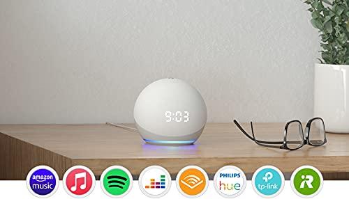 Presentamos Echo Dot con reloj: nuestro altavoz inteligente con Alexa más vendido. El diseño elegante y compacto ofrece un sonido de calidad con voces claras y graves equilibrados. Ideal para la mesita de noche: consulta la hora, las alarmas y los temporizadores en el indicador LED. Dale un toque a la parte superior del dispositivo para posponer alarmas. Lista para ayudar: pídele a Alexa que te cuente un chiste, ponga música, responda a preguntas, lea las noticias, te dé la previsión del tiempo, cree alarmas y más. Compatible con audio de alta definición sin pérdidas, disponible en servicios de música en streaming compatibles, como Amazon Music HD. Controla tus dispositivos de Hogar digital: usa la voz para encender luces, ajustar termostatos y cerrar cerraduras usando dispositivos compatibles. Conecta con los que te importan: llama prácticamente a cualquier persona sin usar las manos. Llama a otras habitaciones al instante con Drop In o realiza comunicados a toda la casa para anunciar que la cena está lista. Diseñado para proteger tu privacidad: fabricado con varias capas de protección y controles de privacidad, incluido un botón que desconecta los micrófonos electrónicamente.