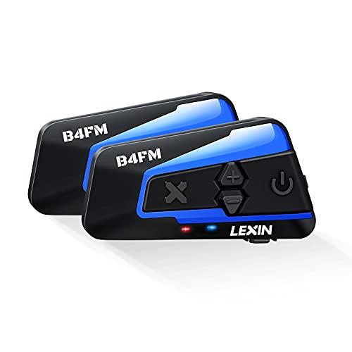 LEXIN B4FM Intercomunicador Casco Moto Bluetooth. Accesible a través de y comandos de voz, lo que le permite realizar o recibir llamadas con manos libres. Escuche sonido HD. Todo a través de Bluetooth Versión 5.0, fácil y fácil de conectar a su teléfono, así como escuchar radio FM, voz GPS y escuchar música. B4FM Intercomunicador Casco Moto Bluetooth Comparta la experiencia de conducción: soporte para llamadas simultáneas de 4 ciclistas o pasajeros en un radio de 1200M. El modo de emparejamiento universal, el intercomunicador de motocicleta LX-B4FM se puede conectar a Sena, Cardo o la mayoría de los demás intercomunicadores de motocicleta del mercado. Calidad de sonido HIFI y reducción de ruido DSP: B4FM Funciona bien para velocidades de hasta 120 km / h. Utilice la tecnología avanzada de reducción DSP y CVC para reducir de forma inteligente el ruido y eliminar de forma eficaz más del 90% del ruido ambiental. La calidad de sonido HIFI y la reducción de ruido DSP, el perfil de auriculares (HSP), el perfil de manos libres (HFP) y el perfil de distribución de audio avanzado (A2DP) le brindan la mejor experiencia auditiva. Batería de larga duración de 800 MAH y resistente al agua: hablar o escuchar música dura de 10 a 15 horas. 350 horas en espera. Pero solo tarda 3 horas en cargarse por completo. El auricular Bluetooth LX-B4FM es resistente al agua. Puedes andar en moto o esquiar en cualquier clima.El diseño a prueba de agua sirve por todas las condiciones climáticas. Instalar y usar:Se instala en la mayoría de cascos de motocicleta.Diseñado para la mayoría de los cascos, como integrales, modulares, jet, off road,etc. Los auriculares ultrafinos incluidos y los dos micrófonos (micrófono de brazo y micrófono de botón) son fáciles de instalar y satisfacen las necesidades de diferentes auriculares.