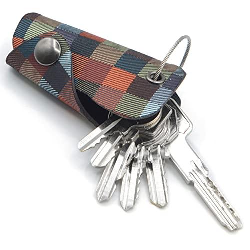 PORTA LLAVES COMPACTO Y ESPACIOSO - Cuando está plegado, nuestro organizador de llaves compacto de 4,5 cm x 7,5 cm representa una herramienta práctica para almacenar de forma segura hasta 6 llaves de tamaño estándar para el hogar, la oficina, la motocicleta, incluidas las llaves para cerraduras cilíndricas europeas. Nuestro key smart es perfecto para que lo coloques en el bolsillo, bolsos o billetera para mantenerlos perfectamente organizados. MODERNO DISEÑO INNOVADOR - Creado en Italia por expertos, nuestro llavero original ha sido pensado para combinar una artesanía tecnológicamente avanzada de cortes crudos de cuero PU sin costuras con un duradero y atractivo tejido jacquard. Porta chaves ideal para hombres y mujeres que aprecian un estilo con líneas limpias, unisex, elegante y siempre a la moda. SIN CASCABEL - Sin más irritantes tintineos, nuestro llavero mujer y llavero hombre viene armado con un anillo flexible de acero inoxidable para mantener las llaves intactas, evitando que se deslice y haga ruido. Nuestro lindo llavero antiperdida con anillos redondos protege contra los arañazos del forro, lo que lo convierte en un llavero perfecto para los bolsillos más ajustados. CERRADO Y SEGURO - Realizado para ofrecer la máxima seguridad, nuestro estuche cuero para llaves cuenta con un mecanismo de bloqueo super seguro que evita la apertura accidental, a diferencia de los porta llaves tradicionales con cierre de tornillos barato. Armado con cierre a presión para mantener el contenido en su lugar de forma ordenada, nuestro compacto llavero representa un artefacto innovador de acuerdo con los principios modernos. IDEA DE REGALO ORIGINAL - Un elemento que ofrezca seguridad es el mejor regalo de todos los tiempos, y nuestro pequeño llavero inteligente diseñado para hombres y mujeres. La funda para llaves de casa es un regalo ideal para familiares y amigos que tienen un solo objetivo: organizar las llaves con estilo para disfrutar de la plena tranquilidad. Diseño italiano