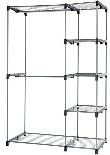 Armario móvil con 5 estantes y 2 barras para prendas. La barra inferior extraíble permite colgar prendas más largas. Diseño duradero hecho de acero inoxidable lacado; color plateado con conectores negros. Fácil de montar: sin necesidad de herramientas; ligero y portátil (pesa 7,25 kg). Mide 49,5 cm x 1,15 m x 1,71 m (largo x ancho x alto). Los estantes pueden soportar 6,8 kg cada uno.