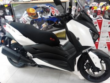 Funda Cubre Asiento Xtreme Bike para Scooter o Moto Yamaha X-Max 300cc. Disenada y confeccionada en Barcelona.